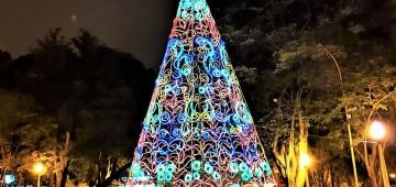Decoração em vias públicas coloca Avaré no clima de Natal
