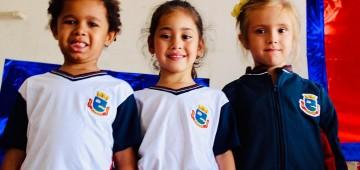 Prefeitura inicia a entrega dos uniformes escolares
