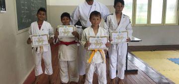 Alunos destaques receberam certificado em Karatê-Dô