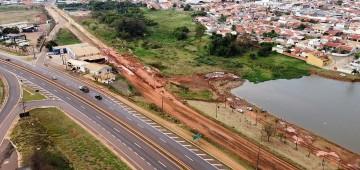 Em obras para pavimentação, Avenida Cunha Bueno recebe galerias pluviais