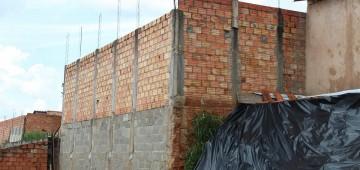 Prefeitura vai reparar muros de arrimo no Bairro do Camargo
