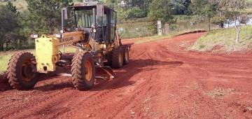 Prefeitura faz manutenção em vários pontos do município